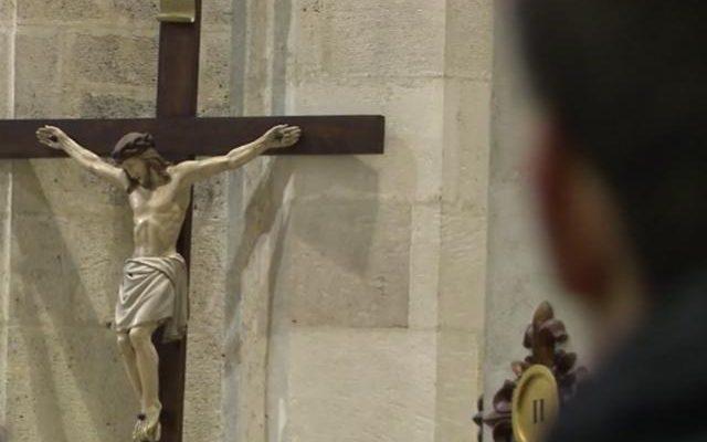 Biskupi znovu vyhlásili prísny piatkový pôst za odvrátenie koronavírusu